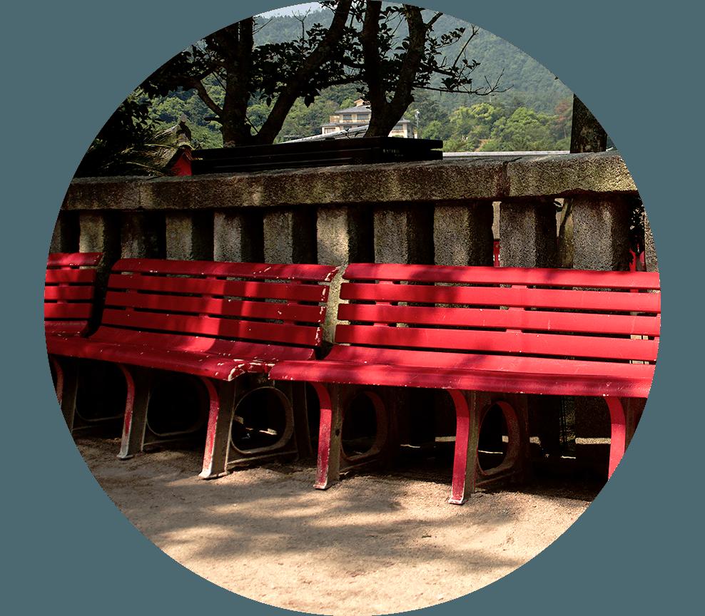 宮島 赤いベンチ